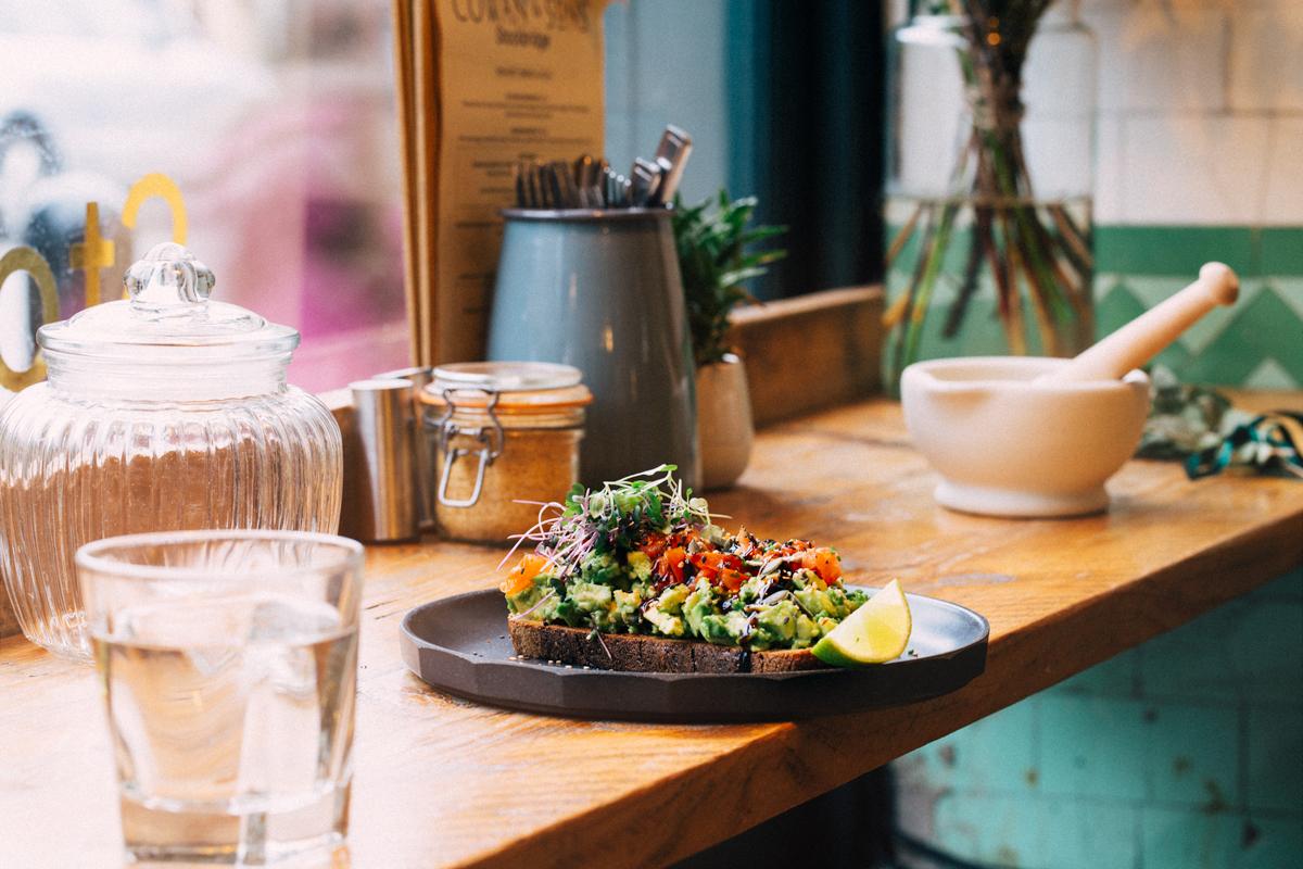 Edinburgh food photographer brunch on counter in cafe